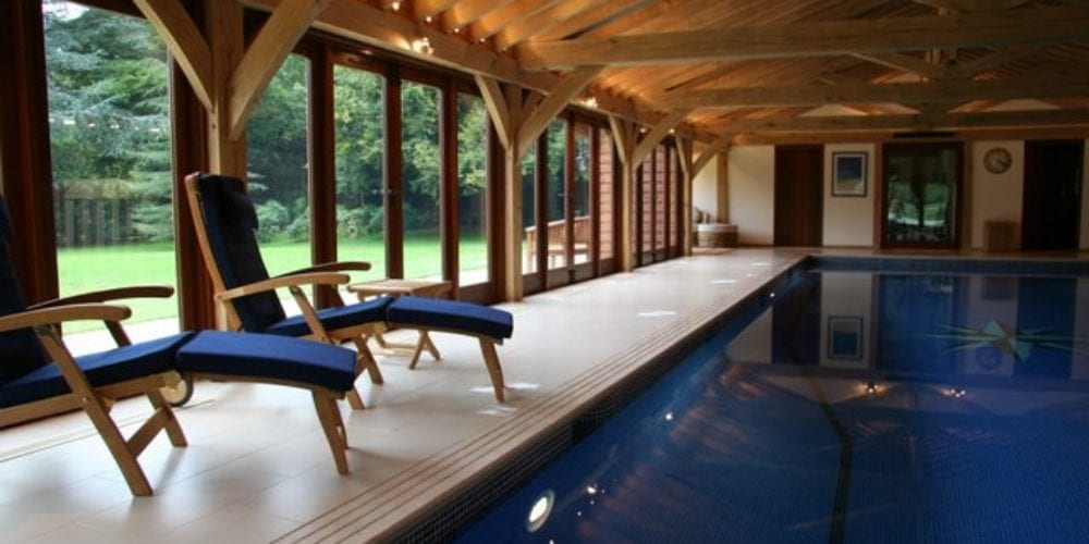 Indoor swimming pool with sunloungers
